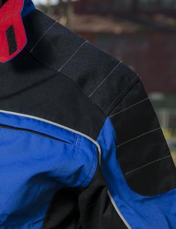 bluza robocza w kolrze niebieskim z wytrzymałego materiału klopman, drelich roboczy dla pracownika góra kombinezony, jakościowy bardzoładny wzór bluzy roboczej.
